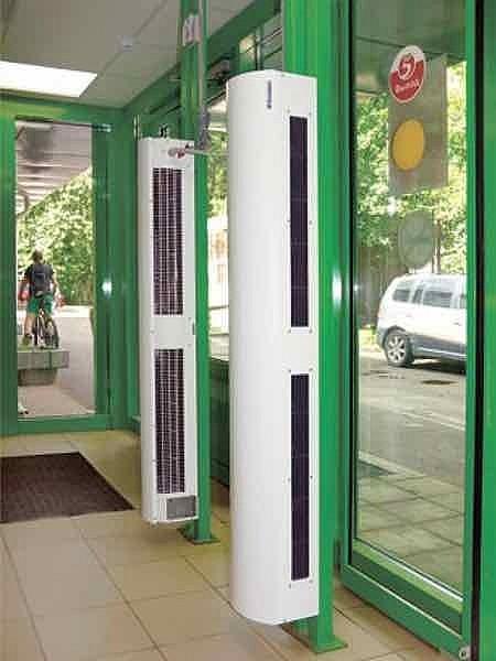 Вертикальная завеса Тепломаш в Красноярске над дверью в магазин